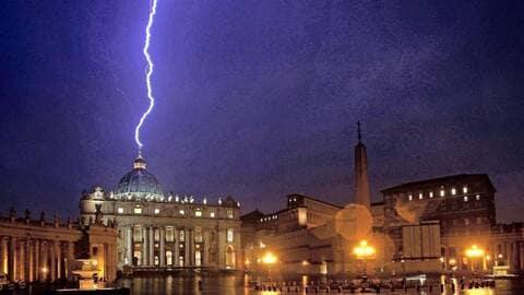 Foudre sur le Vatican